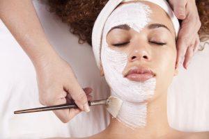 Gebruik een gezichtsmasker